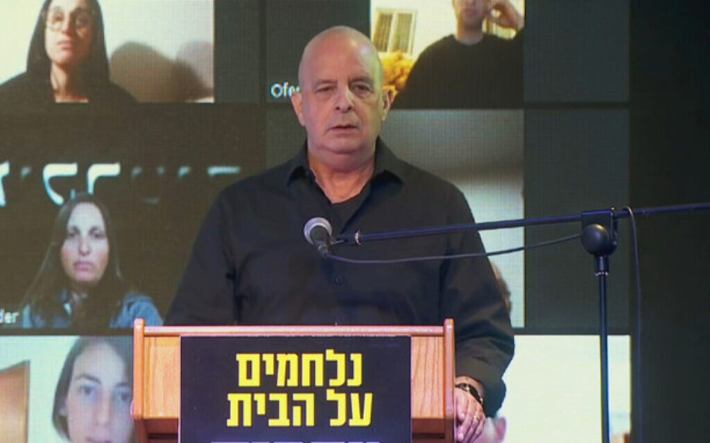 Yuval Diskin address online protest against Prime Minister Benjamin Netanyahu on March 21, 2020. (Screen capture/Channel 12)
