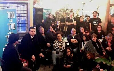 Joint Arab List head Ayman Odeh courts the Jewish vote at a hip Tel Aviv cafe, February 2020. (Amir Ben-David/Zman Yisrael)