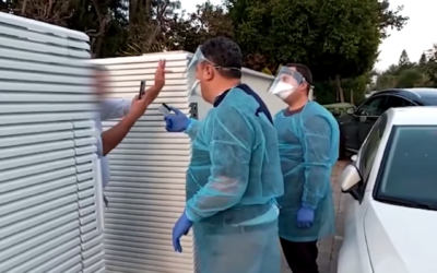 An Israeli in quarantine after returning from Thailand gives the finger to Health Ministry inspectors who visited his home on February 23, 2020. (Screen capture/YouTube)