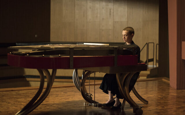 "Shira Haas in Netflix's 'Unorthodox"" (Anika Molnar/Netflix)"