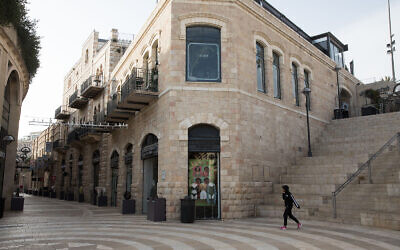 Closed stores in the empty Mamila Mall in Jerusalem, March 23, 2020. (Nati Shohat/Flash90)