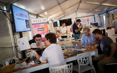 Participants at the DLD Digital Conference, Israel's largest international tech gathering, Tel Aviv, September 27, 2016. (Miriam Alster/FLASH90)