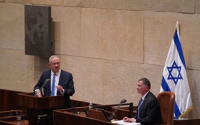 Blue and White leader Benny Gantz (L) addressing the Knesset next to Knesset Speaker Yuli Edelstein, March 23, 2020. (Shmulik Grossman/Knesset)