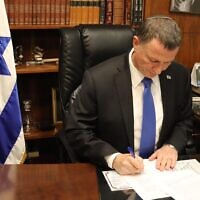 Knesset Speaker Yuli Edelstein signing an official response to the High Court over holding a vote to replace him, March 23, 2020. (Courtesy)