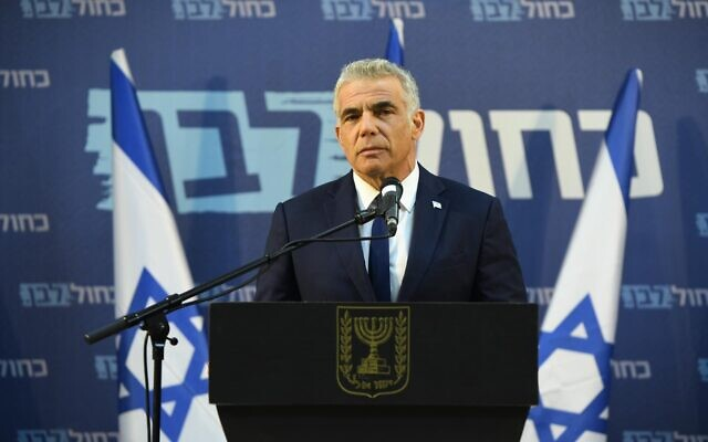 Yair Lapid holds a press conference in Tel Aviv, March 26, 2020. (Elad Gutman/Blue and White)