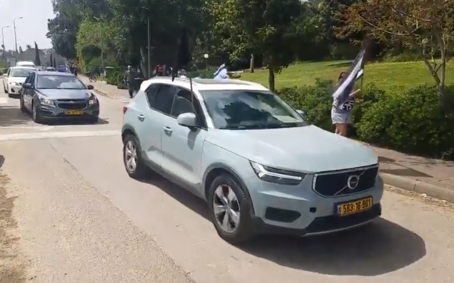A convoy of cars belonging to the 'black flags' protest movement arrives at Kibbutz Givat Haim to protest near the home of Israeli Resilience MK Ram Shefa, March 28, 2020 (video screenshot)