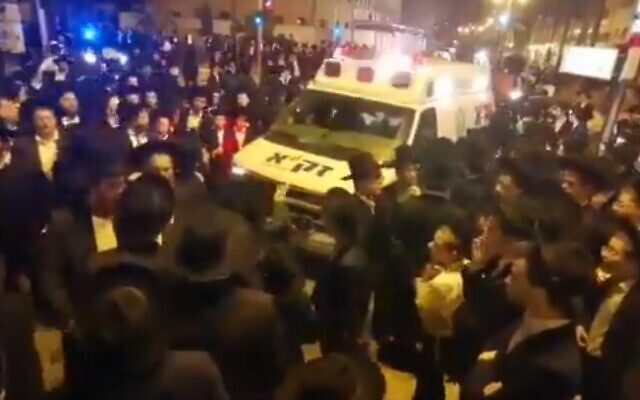 Attendees at a Bnei Brak funeral on March 29, 2020. (screen capture: Twitter)
