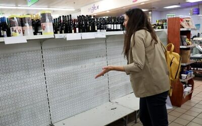Empty shelves at a supermarket in Tel Aviv. Israelis are stockpiling food as the government takes stricter precautions against the Corona virus, March 10, 2020. (Yossi Zamir/FLASH90)