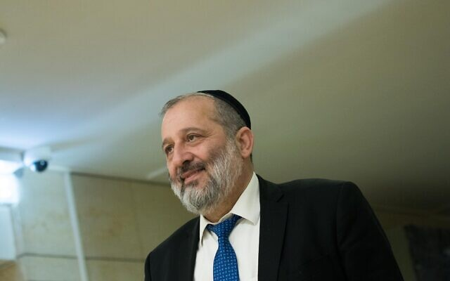 Shas party leader Aryeh Deri arrives at the Knesset for a meeting with Prime Minister Benjamin Netanyahu, March 3, 2020. (Yonatan Sindel/Flash90)