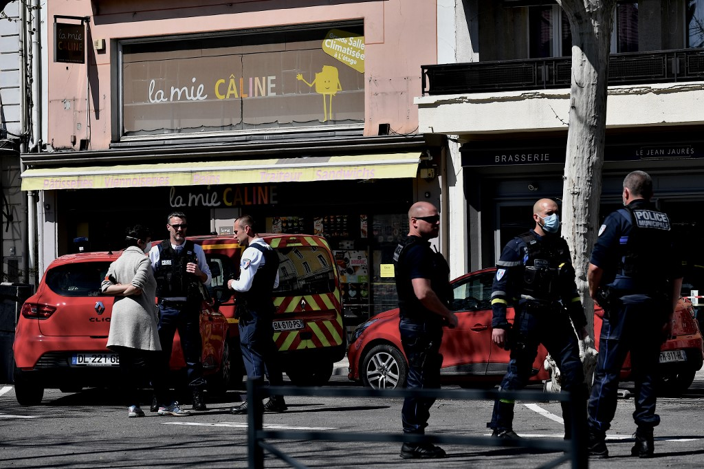 Knifeman in southern France kills 2 in attack on passersby