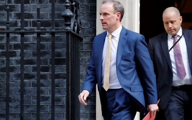 Boris Johnson spends second night in intensive care