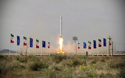 An Iranian rocket carrying a satellite is launched from an undisclosed site believed to be in Iran's Semnan province, April 22, 2020. (Sepahnews via AP)