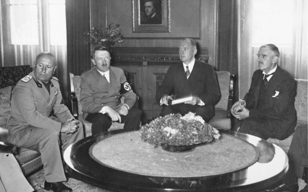 From left: Italian prime minister Benito Mussolini, German chancellor Adolf Hitler, Paul-Otto Schmidt (translator from German foreign ministry), and British prime minister Neville Chamberlain, Munich Agreement, September 1938. (German Federal Archives via Wikicommons)