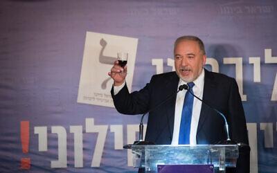 Avigdor Liberman speaks at a Passover event at the Bible Lands Museum in Jerusalem, on April 15, 2019. (Yonatan Sindel/Flash90)