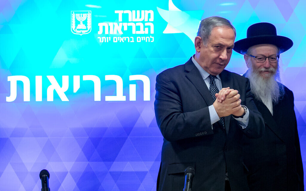 Israeli Prime Minister Benjamin Netanyahu and Health Minister Yaakov Litzman hold a press conference about the coronavirus at the Health Ministry in Jerusalem, March 4, 2020. (Olivier Fitoussi/Flash90)