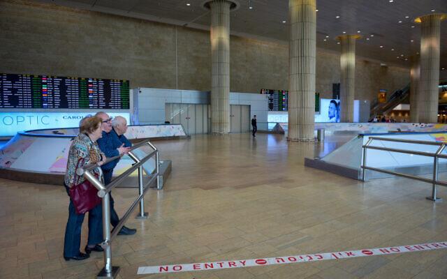 People at Ben-Gurion Airport, near Tel Aviv on March 10, 2020 (Avshalom Sassoni/Flash90)