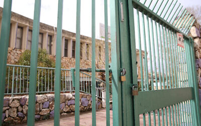 A closed school in the northern Israeli city of Safed, March 13, 2020. (David Cohen/Flash90)