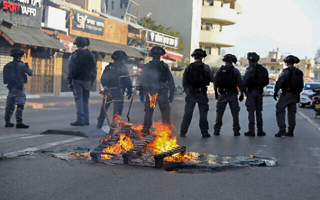 Police seen after riots break out in Jaffa on April 1, 2020 (Yossi Aloni/Flash90)