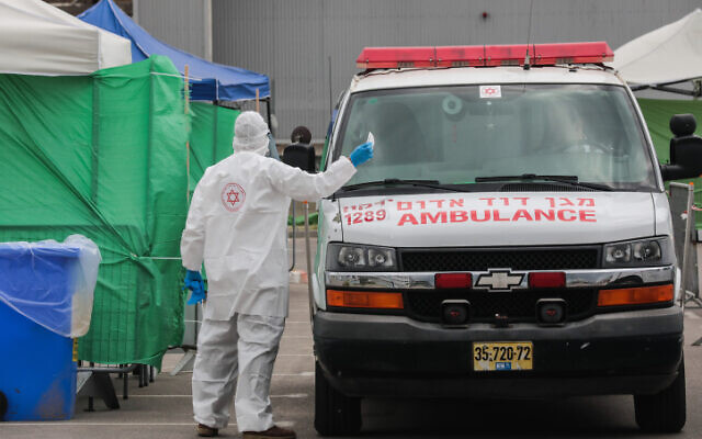 The Israeli Magen David Adom national emergency service at a coronavirus testing complex in Bnei Brak on April 1, 2020. (Yossi Zamir/Flash90)