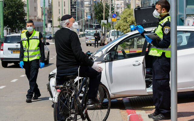 Israeli police man a checkpoint in the predominantly ultra-Orthodox Jewish city of Bnei Brak as part of efforts to contain the coronavirus on April 2, 2020. (Avshalom Sassoni/Flash90)