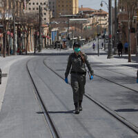 Israeli border police wear face masks as they patrol Jerusalem city center to check people are not disobeying the governments orders on a partial lockdown in order to prevent the spread of the Coronavirus, April 03, 2020.(Nati Shohat/Flash90)