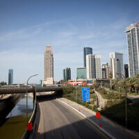 The empty Ayalon highway in Tel Aviv on April 4, 2020. (Miriam Alster/Flash90)