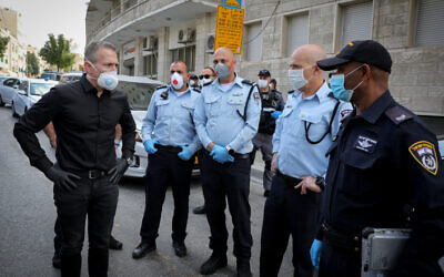 Public Security Minister Gilad Erdan visits a temporary checkpoint near the ultra-Orthodox Jewish neighborhood of Mea Shearim in Jerusalem, April 7, 2020 (Olivier Fitoussi/Flash90)