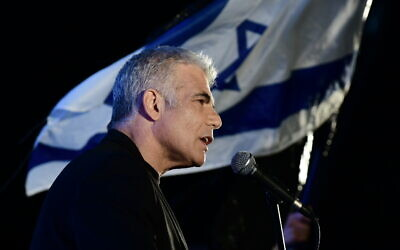 MK Yair Lapid speaks during a protest against Prime Minister Benjamin Netanyahu calling on him to quit, at Rabin Square in Tel Aviv on April 19, 2020. (Photo by Tomer Neuberg/Flash90)