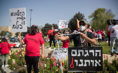 Israeli self-employed and small business owners participate in a rally calling for financial support outside the Knesset in Jerusalem, on April 19, 2020 (Yonatan Sindel/Flash90