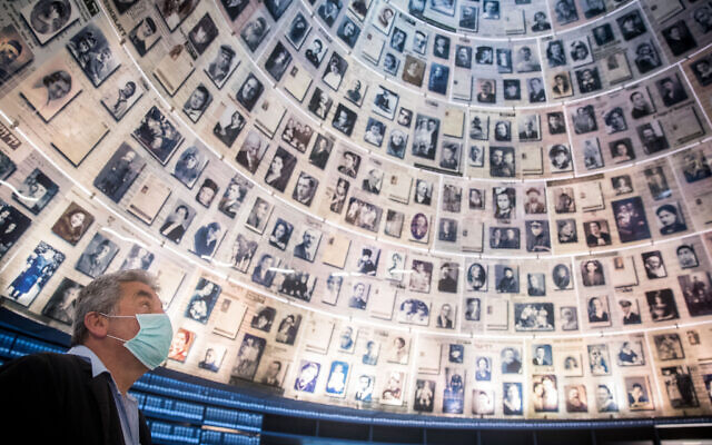 Yad Vashem Security guard stands at the empty Hall of Names in the Yad Vashem Holocaust Memorial Museum in Jerusalem on April 19, 2020 (Yonatan Sindel/Flash90)