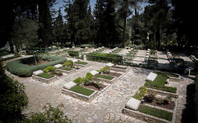 The national military cemetery on Mount Herzl in Jerusalem on April 20, 2020. (Yonatan Sindel/Flash90)