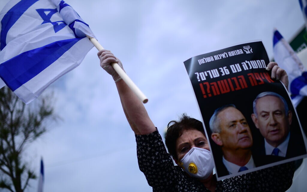 A protester against the coalition agreement between Benjamin Netanyahu's Likud and Benny Gantz's Blue and White parties, in Tel Aviv on April 24, 2020. (Tomer Neuberg/Flash90)