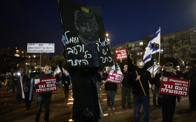 Israelis protest against Prime Minister Benjamin Netanyahu at Rabin Square in Tel Aviv on April 25, 2020.  (Miriam Alster/Flash90)