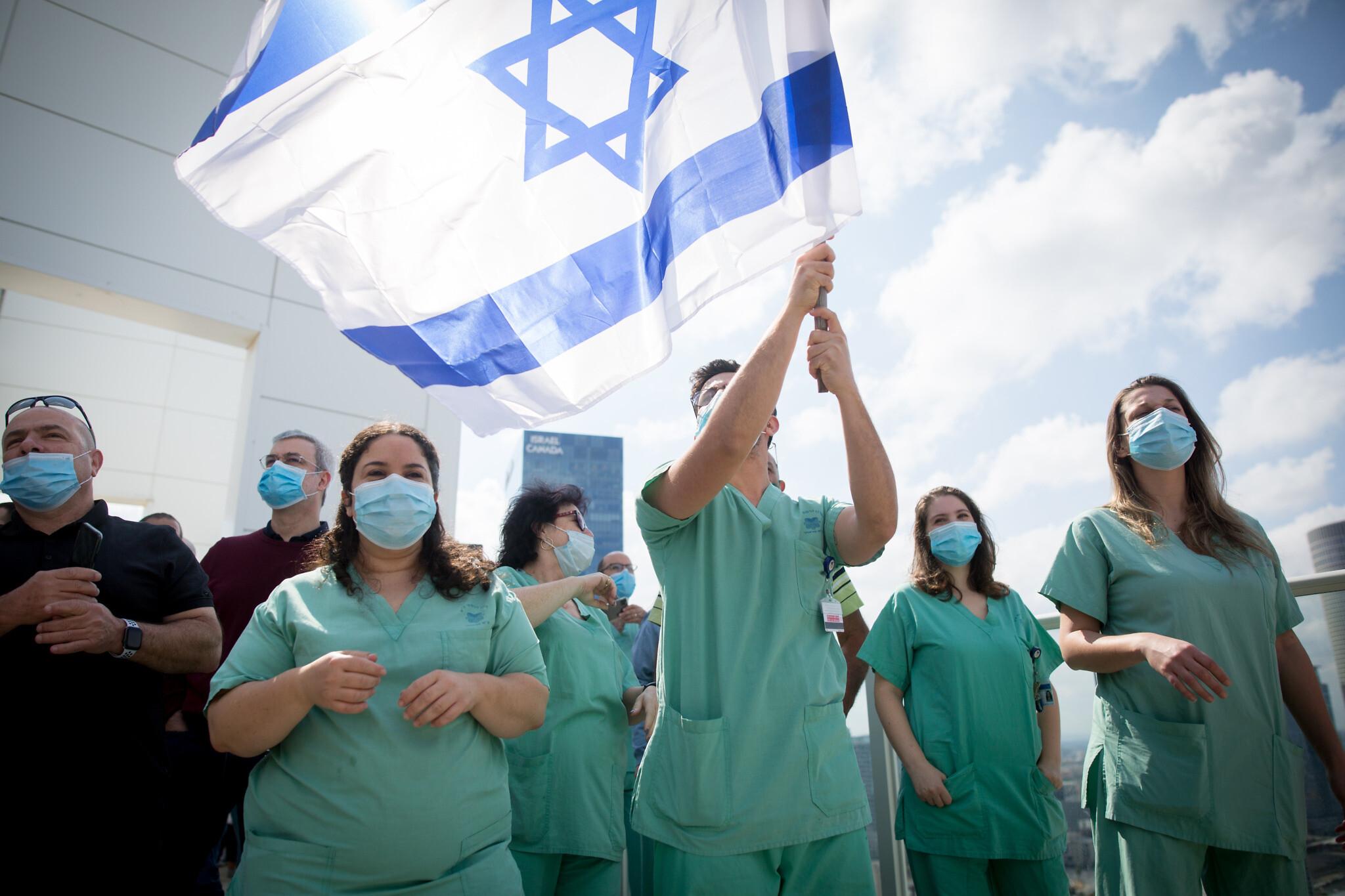 В Израиле вновь закрывают бары, клубы и спортивные залы