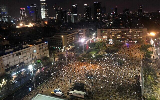Thousands attend a 'black flag' protest in Tel Aviv on Saturday, April 25, 2020. (Black Flag Movement)