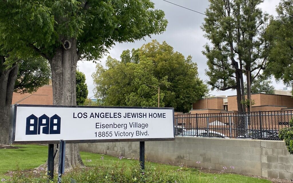 Exterior photo of the Los Angeles Jewish Home, April 12, 2020. (Noam Haykeen/ Times of Israel)