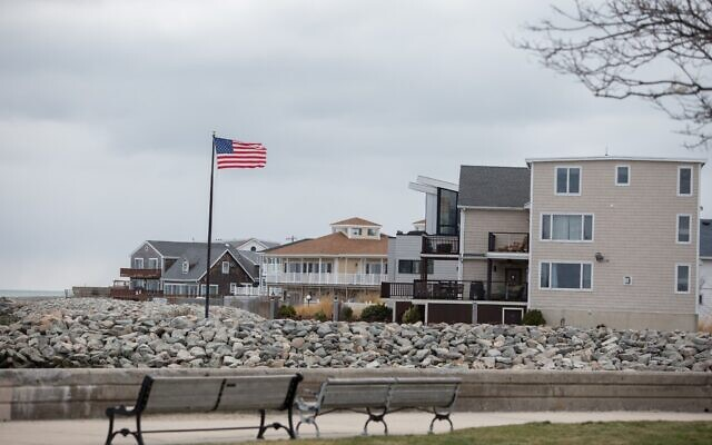 Revere Beach, Massachusetts, not far from the COVID-19 outbreak at the Jack Satter House, April 1, 2020 (Elan Kawesch/The Times of Israel)