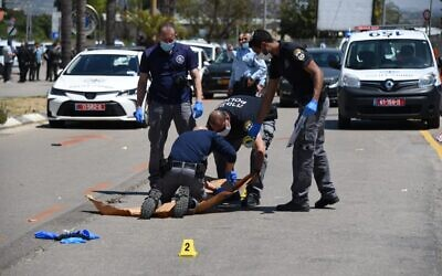 Police officers arrive at the scene of a suspected terror attack in the central Israeli town of Kfar Saba on April 28, 2020. (Israel Police)