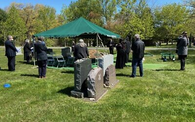 The funeral of Anna Grosz at the Garden of Remembrance Cemetery in Clarksburg, Maryland, April 22, 2020 (Courtesy).