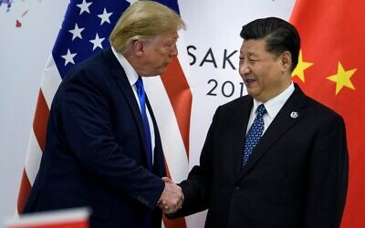 China's President Xi Jinping (R) greets US President Donald Trump before a bilateral meeting on the sidelines of the G20 Summit in Osaka, June 29, 2019. (Brendan Smialowski / AFP)