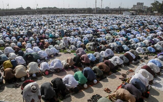 Muslims offer Eid al-Fitr prayers at a ground in Karachi on May 24, 2020 ( Asif HASSAN / AFP)