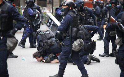 Police special tactical squad detain a protester (C) in Wanchai, Hong Kong on May 24, 2020, as thousands of demonstrators took to the streets to protest against a national security law (Yan ZHAO / AFP)