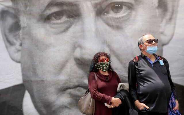 Protesters rally against Prime Minister Benjamin Netanyahu outside his residence in Jerusalem on May 24, 2020. (Emmanuel DUNAND / AFP)