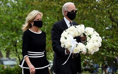 Democratic presidential candidate and former US Vice President Joe Biden with his wife Jill Biden, pay their respects to fallen service members on Memorial Day at Delaware Memorial Bridge Veteran's Memorial Park in Wilmington, Delaware, May 25, 2020. (Olivier DOULIERY / AFP)