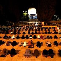 Muslim worshipers pray at the Temple Mount in Jerusalem's Old City on May 31, 2020, after the site had been closed for over two months because of the coronavirus pandemic. (Ahmad GHARABLI / AFP)
