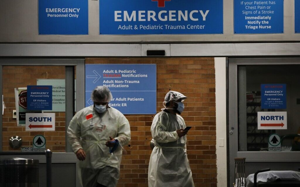 Medical workers take in patients outside a special coronavirus area at Maimonides Medical Center on May 6, 2020, in the Borough Park neighborhood of the Brooklyn borough of New York City. (Spencer Platt/Getty Images/AFP)