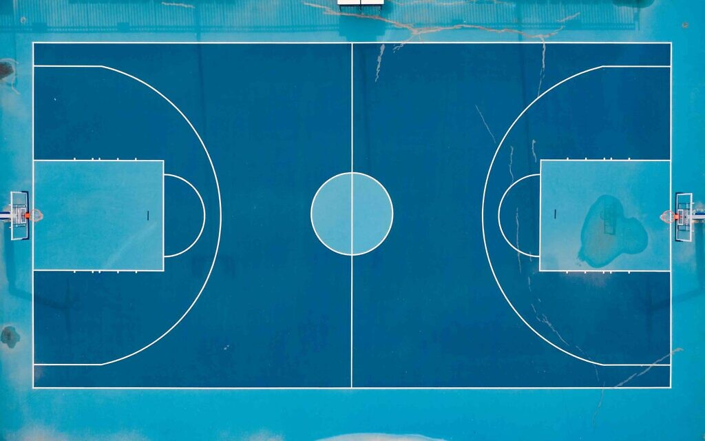 A basketball court in Ha'Yarkon Park, Tel Aviv, May 2020. (Photo by Lord K2)