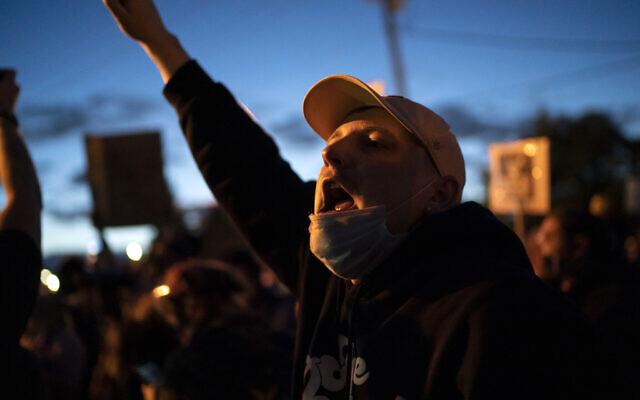 Protesters rally outside at the Fifth Precinct in Minneapolis, Minn. in Minneapolis, Minn., on Friday, May 29, 2020 (Renee Jones Schneider/Star Tribune via AP)