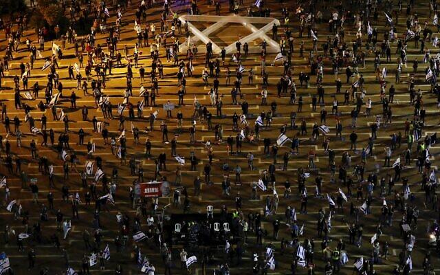 Over 1,000 protest Netanyahu-Gantz coalition deal, urge court to strike it down