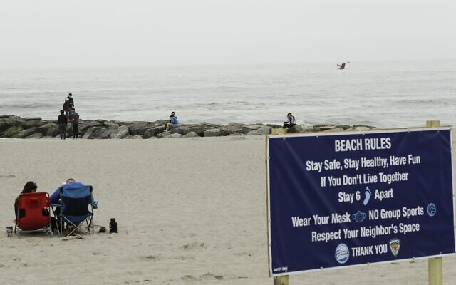People engage in social distancing on the beach during the coronavirus pandemic, Friday, May 22, 2020, in Long Beach, N.Y. (AP/Frank Franklin II)